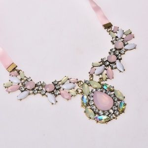 Jewelry - Statement Necklace With Rhinestones